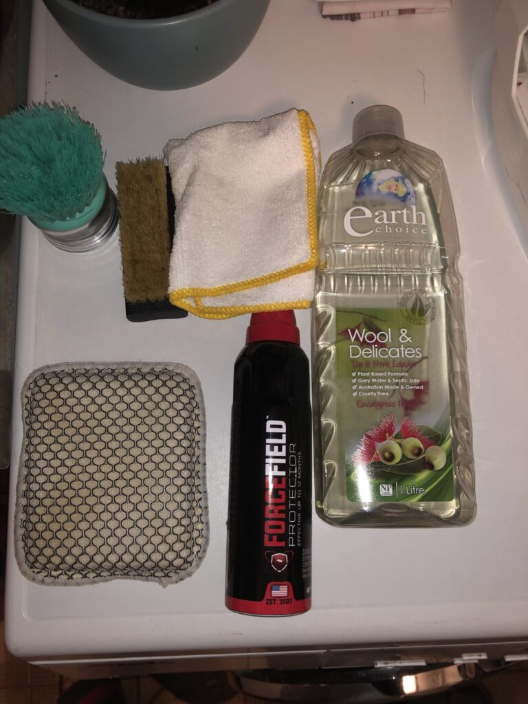 shoe cleaning utensils